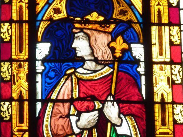 Karol II Zły na witrażu kolegiaty w Mantes-la-Jolie wygląda pięknie i dumnie. Nie tak prezentował się przez ostatnie dwa tygodnie życia... (fot. Reinhardhauke, lic. CC BY-SA 3.0).