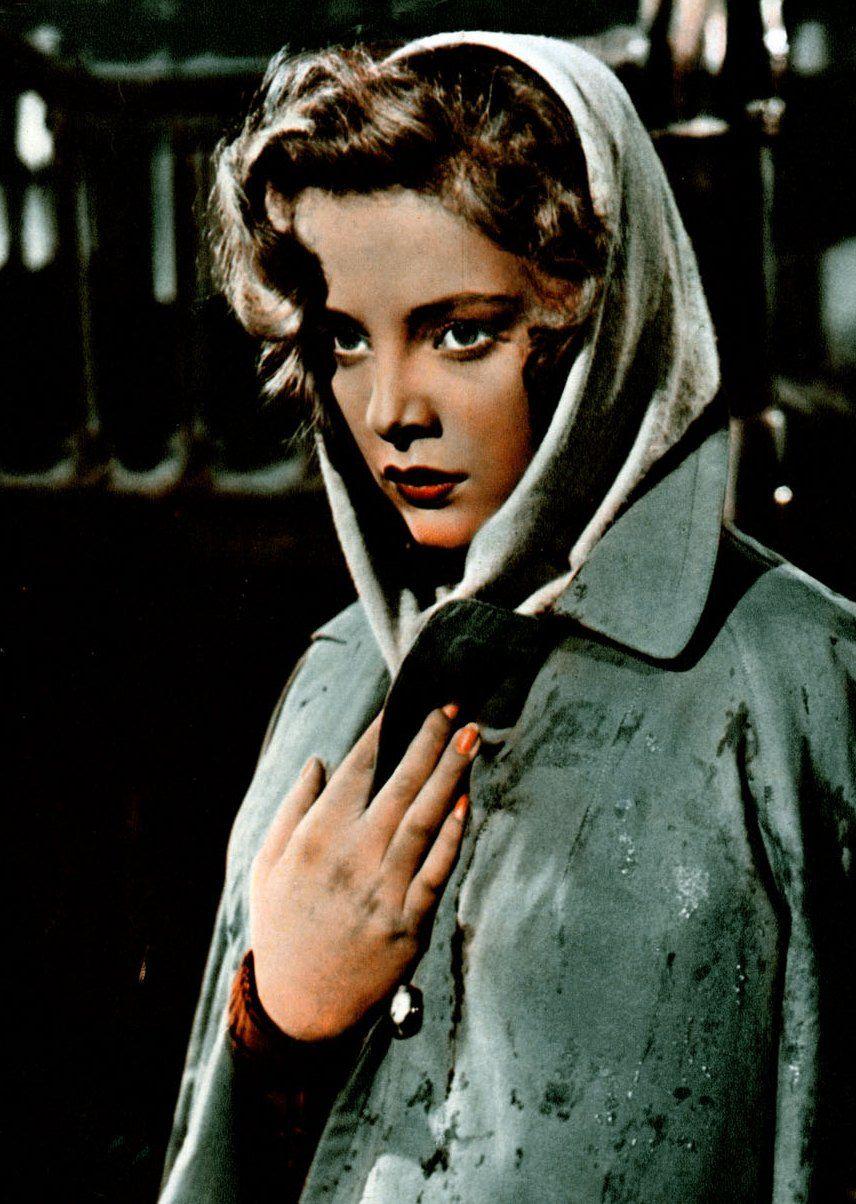 """Virna Lisi na planie filmu """"Luna Nuova"""" w 1955 roku (źródło: domena publiczna)."""