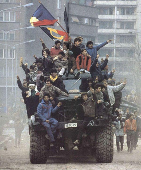 Gdy po dekadach niewiarygodnej wręcz uległości Rumuni w końcu się zbuntowali, Nicolae i Elena Ceausescu nie mogli zrozumieć, co tak naprawdę się stało (autor: Denoel Paris, lic.: CC BY-SA 3.0).