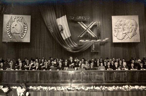 """""""Nie ma w Rumunii miejsca dla kobiet, które nie są matkami!"""" - grzmiał z mównicy Ceauşescu do swoich partyjnych towarzyszy i towarzyszek (źródło: Institutul de Investigare a Crimelor Comunismului în România)."""
