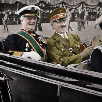 Szczęśliwi sojusznicy - Miklós Horthy i Adolf Hitler w 1938 roku (autor: Ladislav Luppa, źródło: domena publiczna).