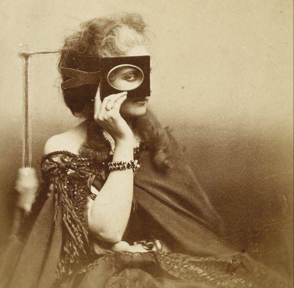 Ostatnia ofiara ślubna była zdecydowanie najsłynniejsza. Ale żona nie przejęła się jego zgonem. Hrabina Castiglione krótko przed 1867 rokiem (źródło: domena publiczna).