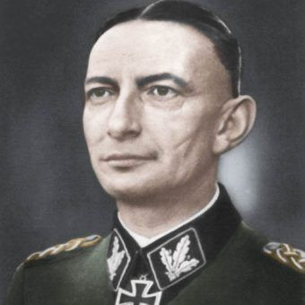 """Heinz Reinefarth co do joty wypełnił rozkaz Himmlera o walce z Polakami """"wszelkimi środkami"""" (źródło: domena publiczna; koloryzacja: Rafał Kuzak)."""