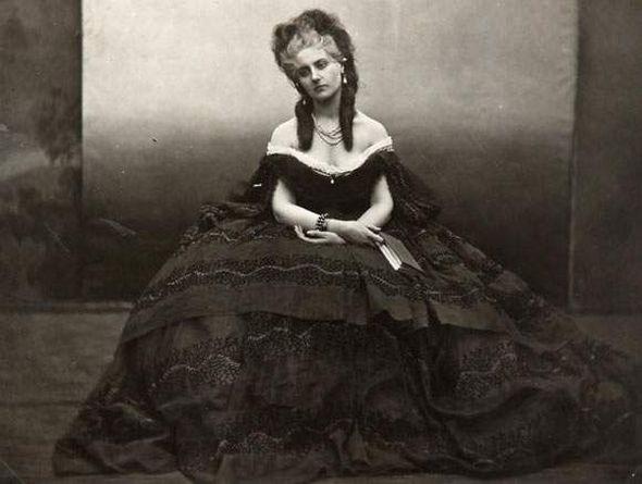 Taką piękność można było zobaczyć tylko raz w życiu. Fotografia hrabini Castiglione z 1856-1860 roku, dzieło Pierre'a-Louisa Piersona (źródło: domena publiczna).