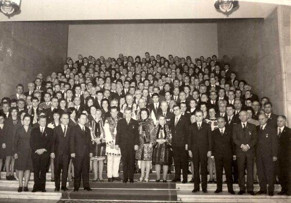 W państwie Ceaușescu wszyscy byli w kręgu podejrzeń... Na zdjęciu XI zjazd Komunistycznej Partii Rumunii (źródło: Fototeca online a comunismului românesc).