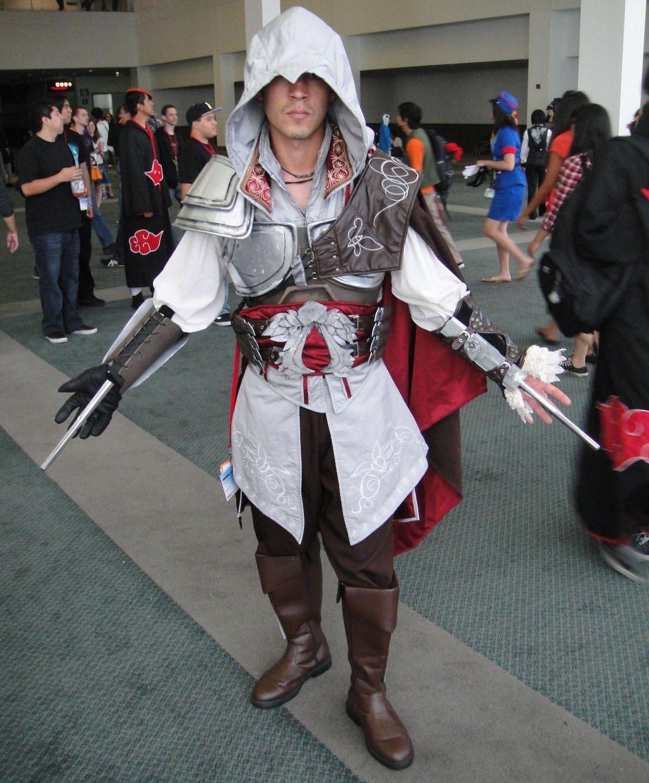 Trzeba przyznać, że działalność PR-owa Nizarytów zaprocentowała... i to na wieki. Do dziś wizja ich tajnej i morderczej działalności rozpala ludzkie umysły. Na zdjęciu cosplayer z Anime Expo 2010 - LA - Assassin's Creed (fot. The Conmunity - Pop Culture Geek, lic. CC BY 2.0).