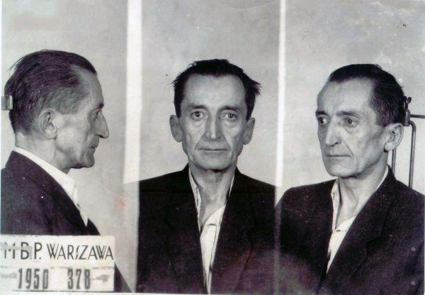 """Gen. Emil August Fieldorf ps. """"Nil"""" po aresztowaniu w r. 1950 (fot. domena publiczna)."""