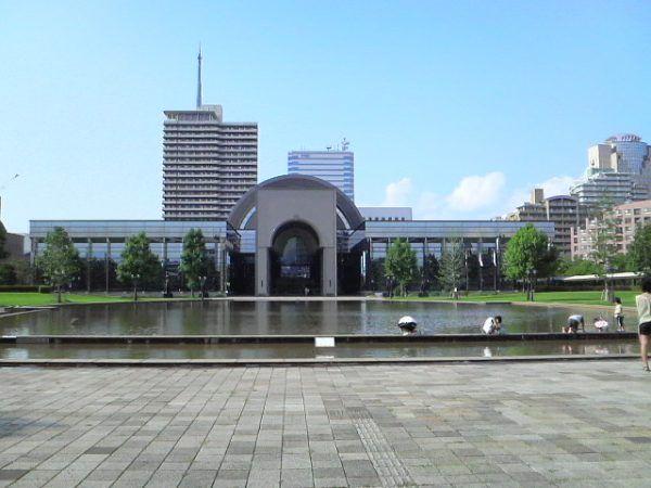 Po latach Fukuoka nie przypomina miejsca zagłady licznych więźniów. Na zdjęciu Fukuoka City Museum (fot. Mmry0241, lic. CC BY-SA 3.0).
