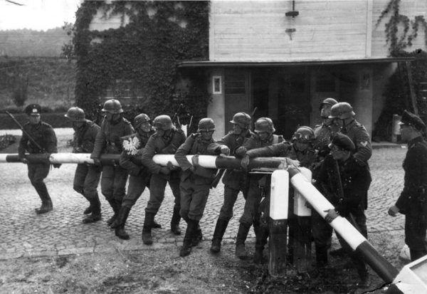 Wybuch II wojny światowej sprzyjał planom ukraińskich nacjonalistów (domena publiczna).
