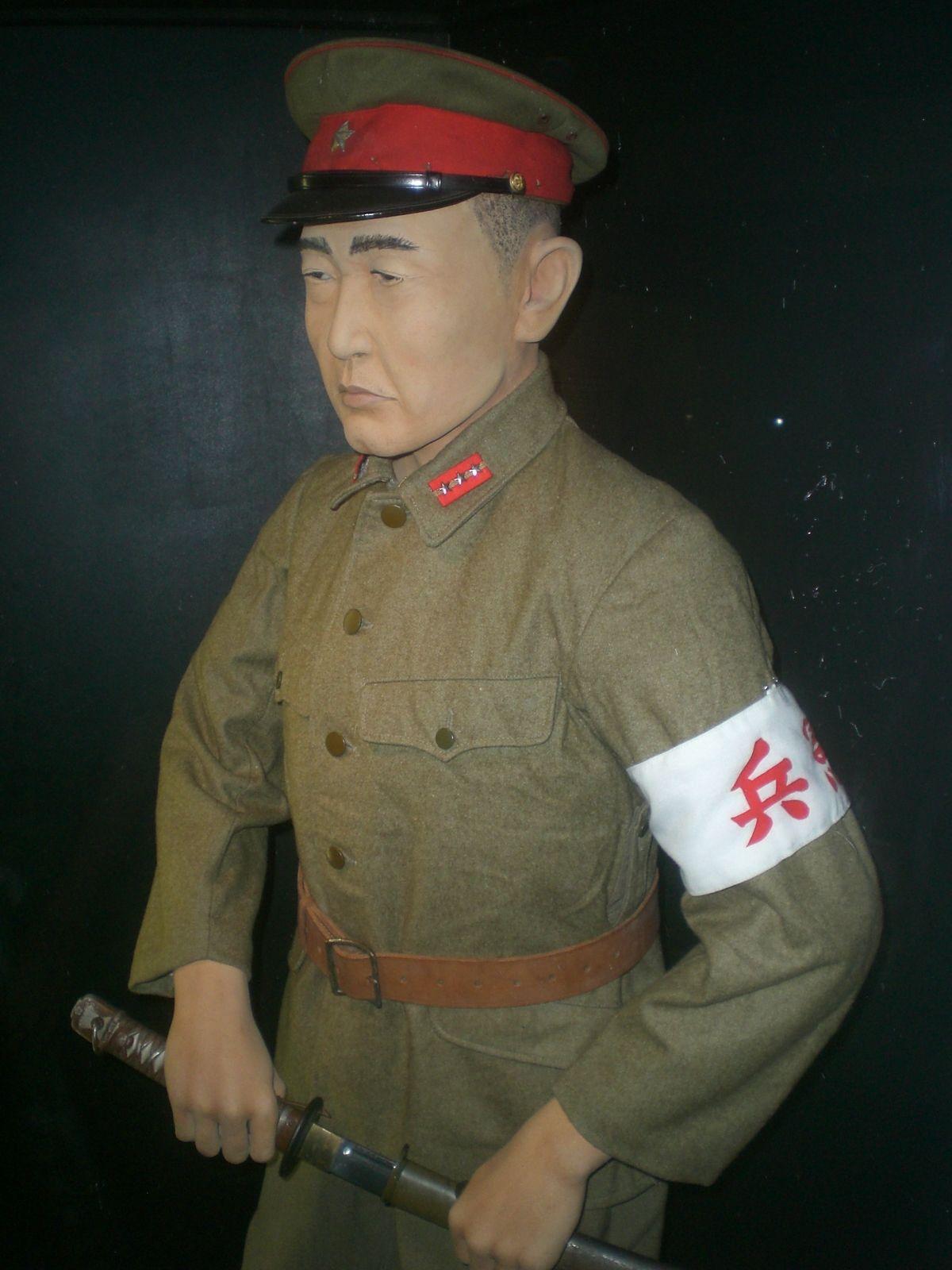 Mundur oficera Kempeitai, wystawiony w Muzeum Obrony Wybrzeża w Hongkongu (fot. Ahoiyin, lic. CC BY-SA 3.0).