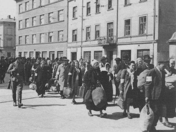Cierpienia innych w ogóle nie obchodziły Stefanii Brandstätter. Na zdjęciu likwidacja krakowskiego getta (autor: nieznany, źródło: domena publiczna).