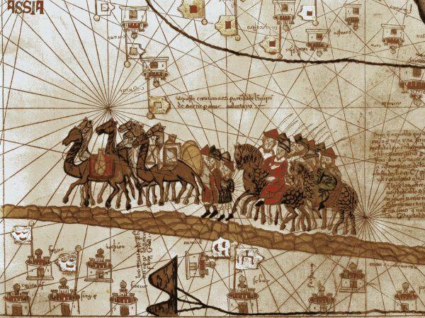 """Większość wiedzy popularnej o Asasynach pochodzi od Marco Polo, który spisywał post factum... głównie plotki i pogłoski. Ilustracja przedstawia karawanę słynnego podróżnika w drodze przez Azję (autor: Abraham Cresques, """"Atlas catalan"""", źródło: domena publiczna)."""