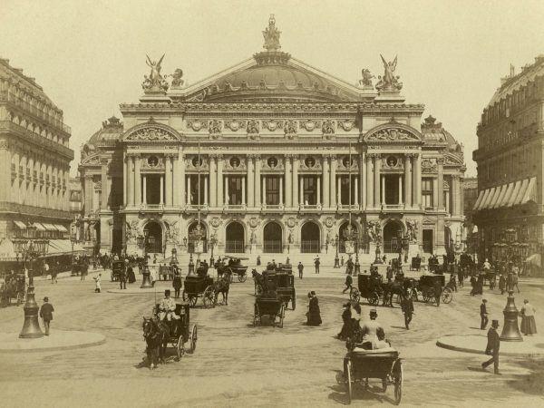 W efekcie machlojek Ruszczewskiego Poczta Główna w Gdyni była znacznie droższym przedsięwzięciem, niż ten piękny budynek Opery Paryskiej (źródło: domena publiczna).