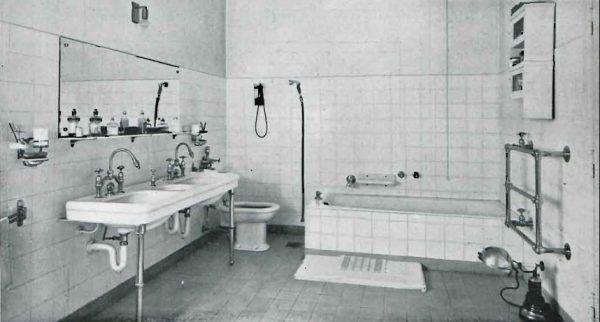 """Projekt łazienki autorstwa Lucjanana Korngolda i Henryka Bluma (źródło: """"Wnętrze"""" nr 3, 1933)."""