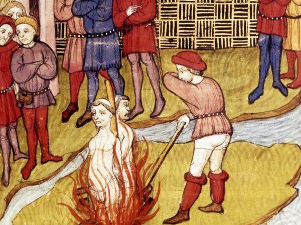 Uciekający z Europy zakonnicy chcieli uniknąć losu swoich współbraci. Miniatura przedstawia śmierć templariuszy na stosie (źródło: domena publiczna).