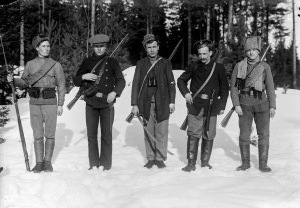 Fińscy czerwonogwardziści w 1918 roku. Stając do walki nie spodziewali się, jaki los czeka ich po wojnie ze strony własnych pobratymców.
