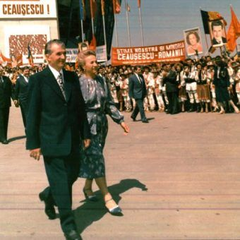 Nicolaeu i Elena Ceaușescu chcieli, by otaczał ich taki sam kult jak Mao Zedonga czy Kim Ir Sena (źródło: Fototeca online a comunismului românesc).