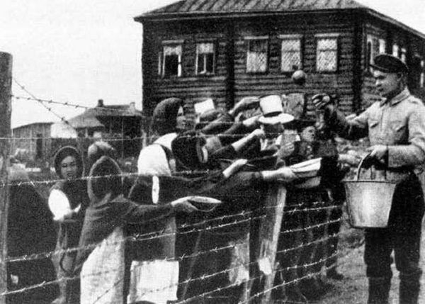 Więźniowie fińskiego obozu koncentracyjnego z czasów drugiej wojny światowej.