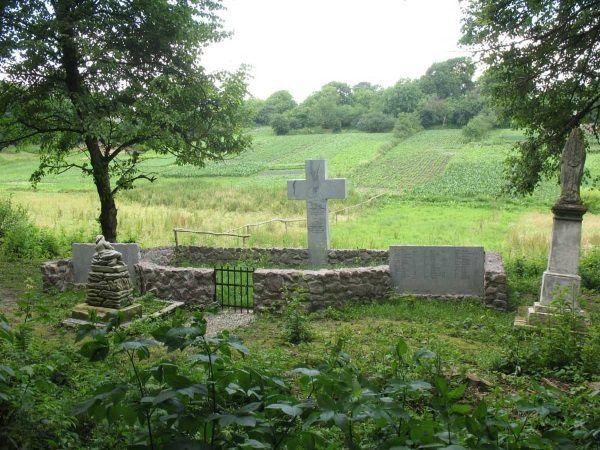 Mogiła zbiorowa i pomnik Polaków pomordowanych przez UPA w Berezownicy Małej. (Zdjęcie opublikowane na licencji CCA-SA, autorzy: Alina i Ireneusz Skrzypczakowie).