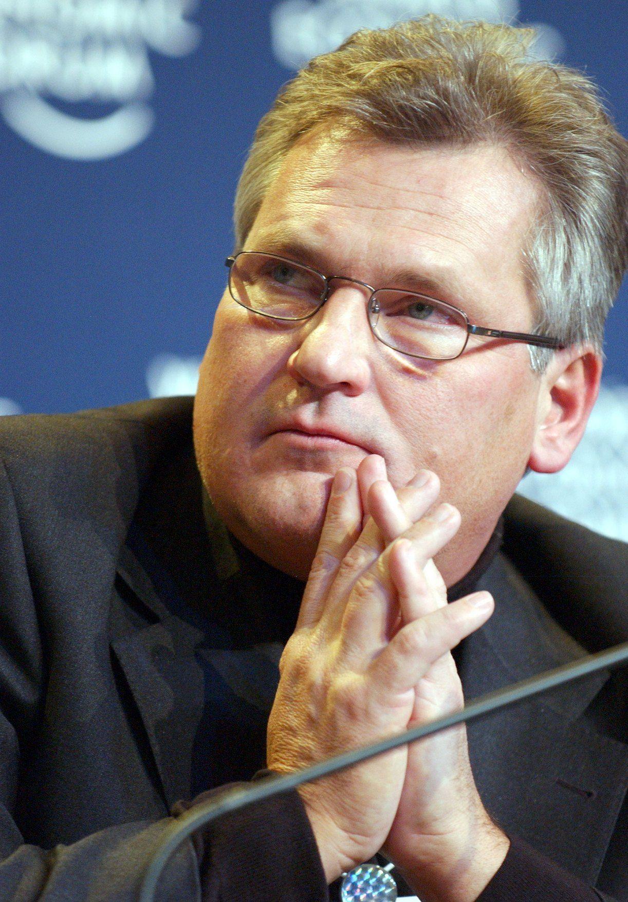 """""""Jestem wolnym człowiekiem"""" to zdecydowanie nie jest dyplomatyczne tłumaczenie. Na zdjęciu Aleksander Kwaśniewski w Davos w 2004 roku (fot. Jean-Bernard Sieber, World Economic Forum, lic. CC BY-SA 2.0)."""