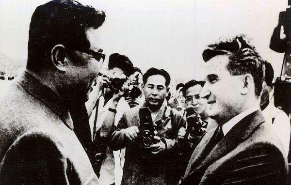 W książce Mikala Hema przeczytamy o losach najważniejszych dyktatorów XX i XXI wieku. Nie mogło wśród nich zabraknąć Nicolae Ceauşescu i Kim Ir Sena (źródło: Romanian National Archives; lic. domena publiczna).