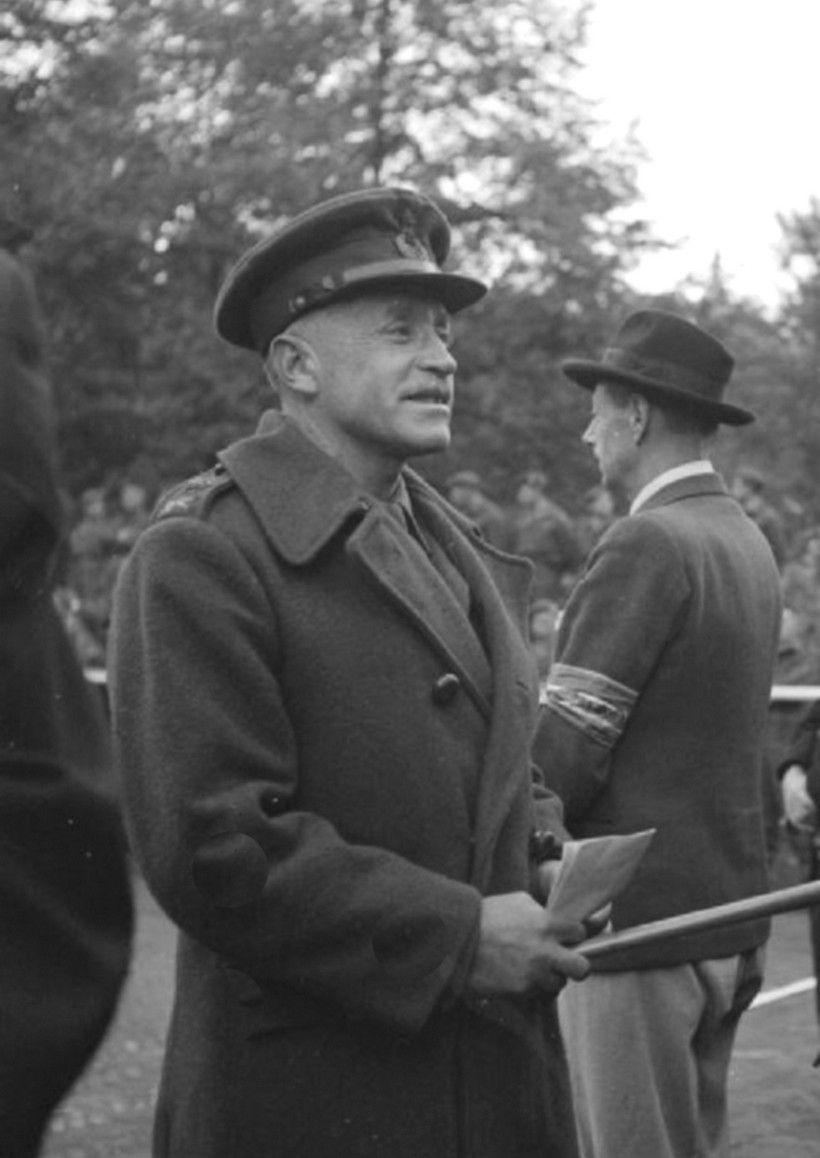 """Ucieczka de Wiarta i O'Connor została udaremniona dopiero przez intuicję karabinierów. Na fotografii generał Richard O'Connor. Zdjęcie pochodzi z książki """"Moja Odyseja"""" (Bellona 2016)."""