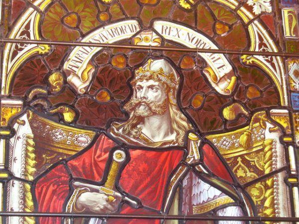 Harald Hardrada nawet na witrażu katedry w Kirkwall wygląda srogo. Nic dziwnego, że zasłużył na miano ostatniego wielkiego wikinga (fot. Colin Smith, lic. CC BY-SA 2.0).