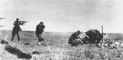 jew_killings_in_ivangorod_1942-600x414