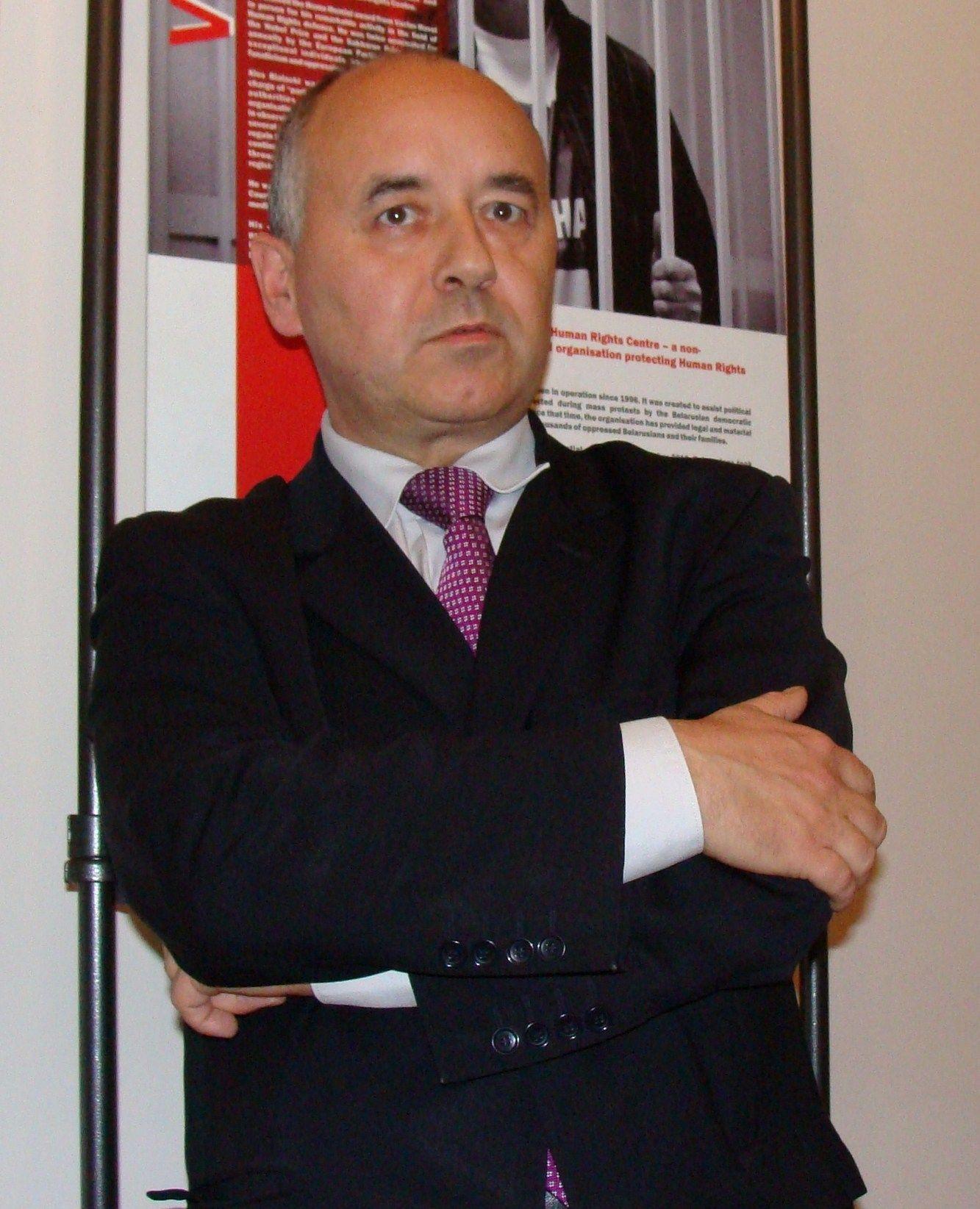Mariusz Maszkiewicz. Człowiek, który potrafi założyć konsulat nawet w maleńkim składziku na szczotki (fot. Bladyniec, lic. CC BY-SA 3.0).