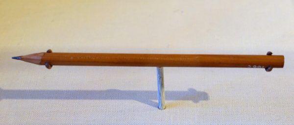 Zwykły ołówek? A może po przełamaniu okaże się, że to tylko przykrywka dla... kompasu. Nie takie rzeczy produkowało MI9 (fot. z Muzeum Concord autorstwa Daderot, źródło: domena publiczna).
