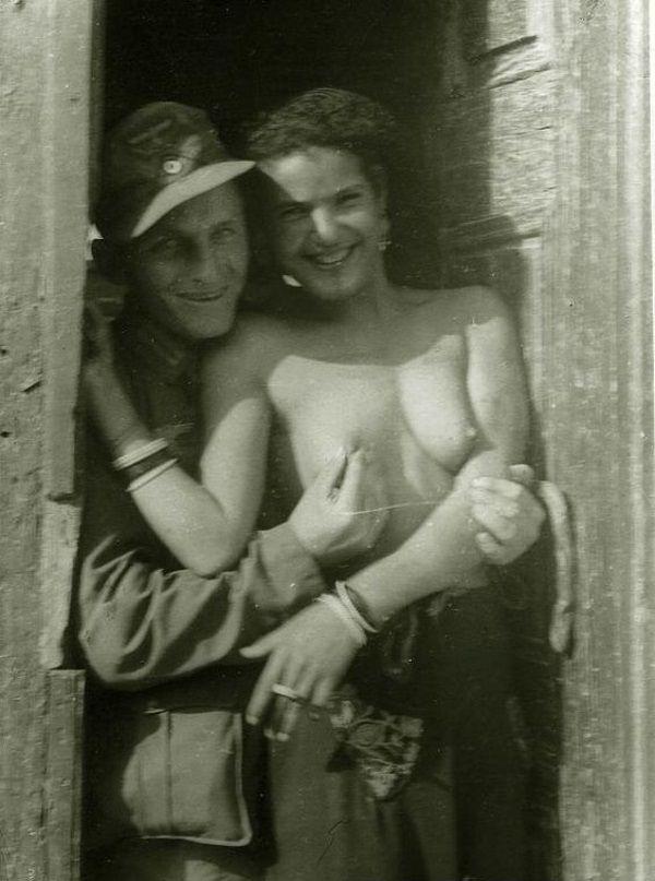 Niemiecki żołnierz z Włoszką.