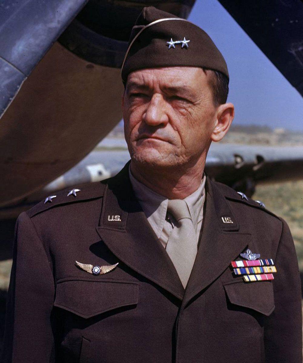 Generał Claire Chennault. To na jego osobiste zaproszenie Witold Urbanowicz dołączył do Latających Tygrysów (źródło: domena publiczna).