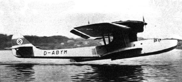 Do ratowania swoich pilotów Niemcy używali między innymi łodzi latających Dornier Do 18 (lic. CC-BY-SA 4.0).