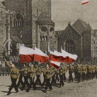 Pochód narodowców pod koniec lat 30. (źródło: domena publiczna).