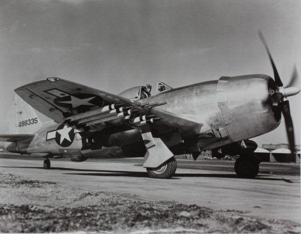Republic P-47 Thunderbol. Waśnie za sterami takiego myśliwca swoje największe sukcesy odnosił Bolesław Gładych (źródło: San Diego Air & Space Museum Archives; lic. domena publiczna).