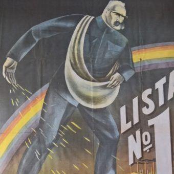 """Fragment plakatu zamieszczonego w książce """"Plakat Wojskowy w Zbiorach Specjalnych Centralnej Biblioteki Wojskowej""""."""
