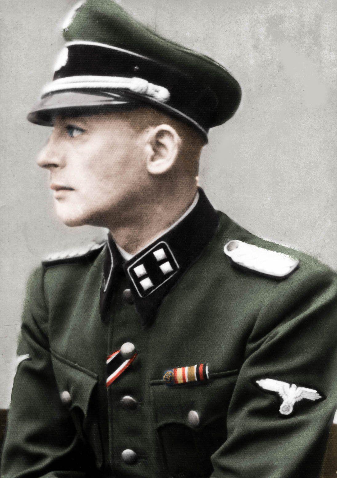 """Największy fałszerz w dziejach SS-Sturmbannführer Bernhard Krügerf na fotografii z czasów wojny. Zdjęcie z książki """"Mój dziadek fałszerz"""" (źródło: archiwum rodziny Krüger; koloryzacja: RK)."""