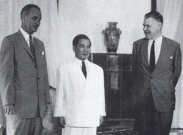 Prezydent Lyndon B. Johnson zapowiedział wyjście z Wietnamu. Na zdjęciu z Ngô Đình Diệmem, prezydentem Wietnamu Południowego (domena publiczna).