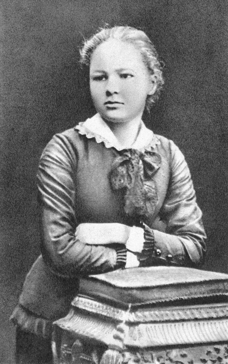 W wieku 16 lat Maria Skłodowska miała jeszcze wszystko przed sobą. Zanim jednak zaczęła piąć się po szczeblach naukowej kariery, dziewczyna przeżyła bolesne rozczarowanie (źródło: domena publiczna).
