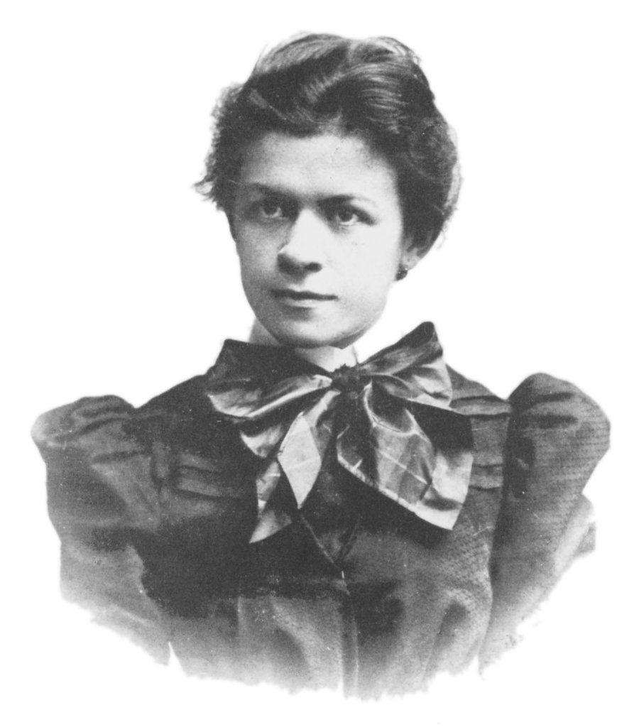 Albert twierdził później, że poślubił Milevę, bo było mu jej żal. Jakoś jednak jego zachowanie nie wskazywało na to, że żałował postępowania wobec niej... Fotografia Milevy Marić z 1896 roku (domena publiczna).