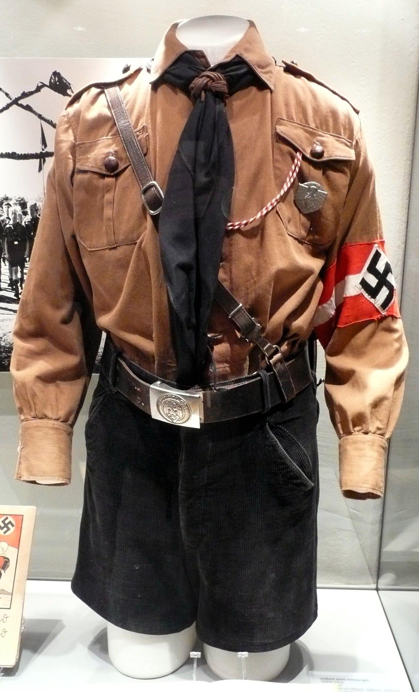 W Austrii Janusz Bukorzycki został ubrany w mundurek Hitlerjugend (fot. WerWil; lic. CC BY-SA 2.5).