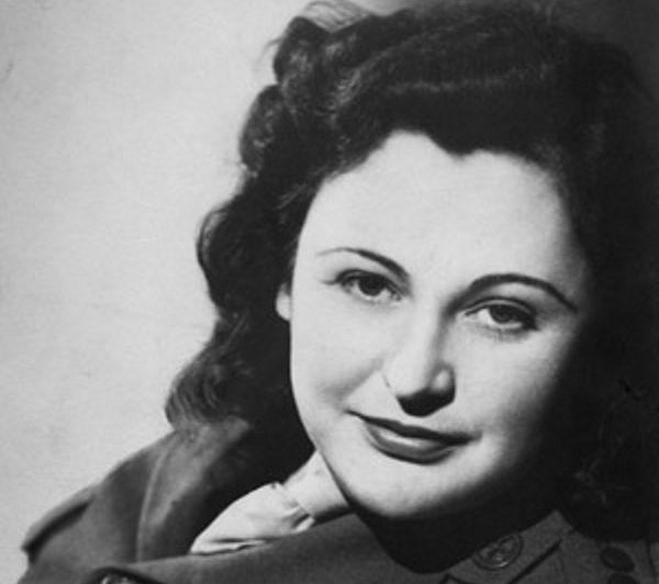 Pochodząca z Nowej Zelandii Nancy Wake nie miała litości dla szpiegów i potrafiła wymusić na miększych kolegach wykonanie egzekucji na dziewczynie szpiegującej dla Niemców, około 1945 roku (źródło: domena publiczna).