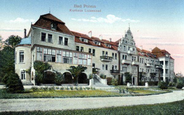 """Dom zdrojowy Luisenbad w Bad Polzin (Połczyn-Zdrój) został zmieniony w ośrodek Lebensbornu Pommern. Ilustracja oraz podpis z książki """"Brunatna kołysanka"""" (Agora 2017)."""