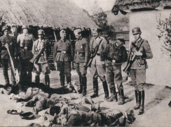 W czasie wojny niemal każda rodzina straciła kogoś bliskiego z rąk Niemców. Nic dziwnego, że po zakończeniu wojny chęć zemsty była wszechobecna. Na zdjęciu z 1943 roku polscy chłopi zamordowani przez Niemców (źródło: domena publiczna).