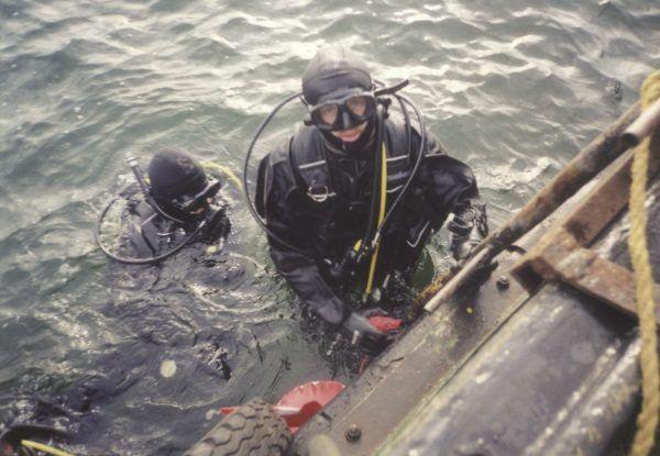 Taktyka niebieska, czyli szkolenie w wodzie. (Zdjęcie pochodzi z materiałów prasowych wydawnictwa Bellona).