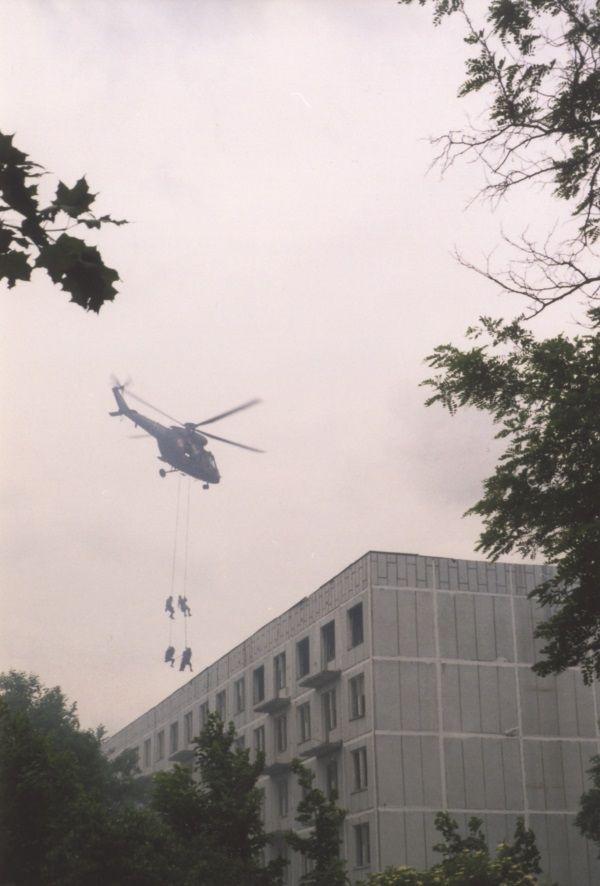 Komandosi działają z wody, lądu i powietrza. (Zdjęcie pochodzi z materiałów prasowych wydawnictwa Bellona).