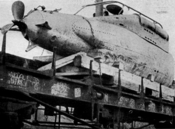 Tak wyglądał wydobyty przez Francuzów wrak lilipuciego okrętu CA2 (domena publiczna).