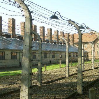 Obóz w Auschwitz otaczał drut kolczasty pod napięciem. Czy wydostanie się na wolność było w ogóle możliwe? (fragment zdjęcia, fot. Pimke, lic. CC BY 2.5 PL)