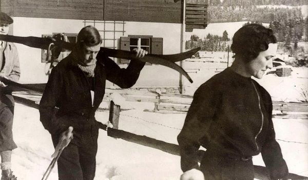 Dla ukochanej kobiety Edward stawił czoła światu i rodzinie. Na zdjęciu Edward i Wallis w Kitzbühel, w Austrii, w lutym 1935 roku (źródło: domena publiczna).