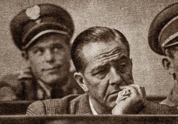 Władysław Mazurkiewicz miał aparycję amanta filmowego. Kto mógł podejrzewać, że tak na prawdę jest krwawym mordercą? (zdjęcie prasowe z 1956 roku).